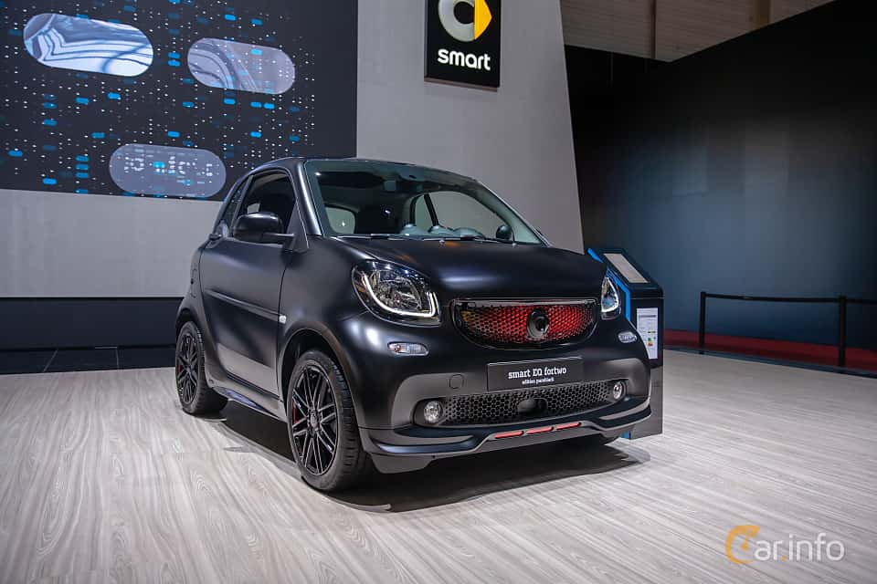 Front/Side  of Smart fortwo electric drive 17.6 kWh Single Speed, 82ps, 2019 at Geneva Motor Show 2019