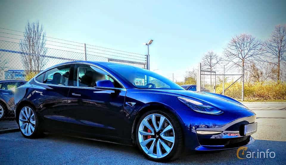 Front/Side  of Tesla Model 3 Performance 75 kWh Single Speed, 462ps, 2019