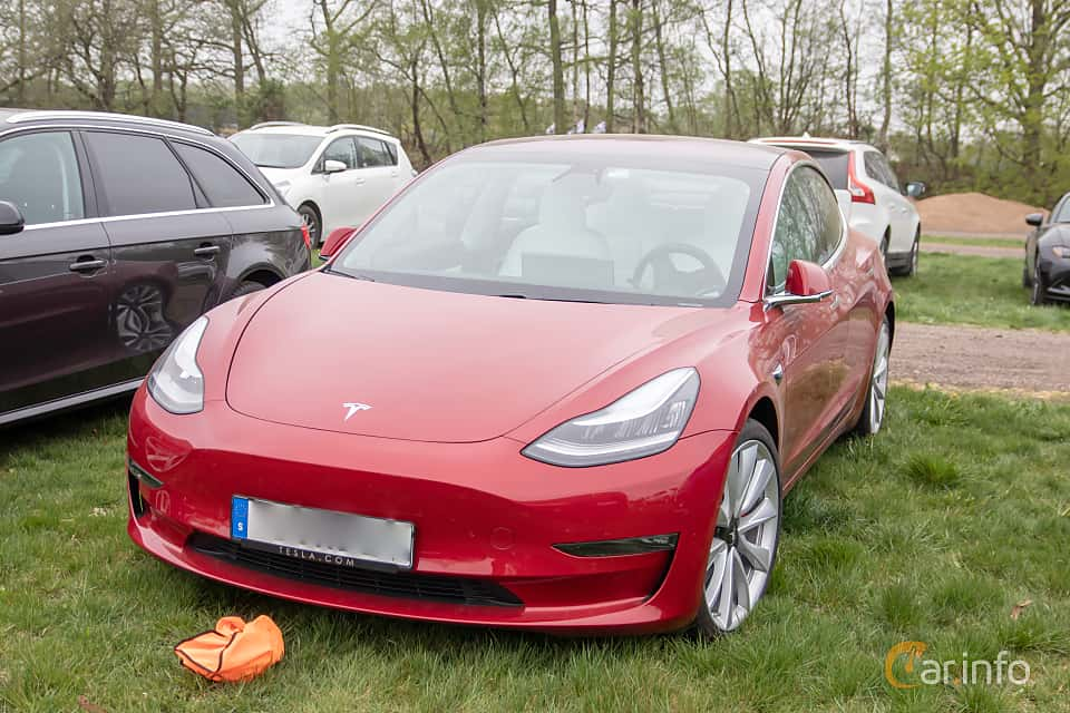 Front/Side  of Tesla Model 3 Performance 75 kWh Single Speed, 462ps, 2019 at Lucys motorfest 2019