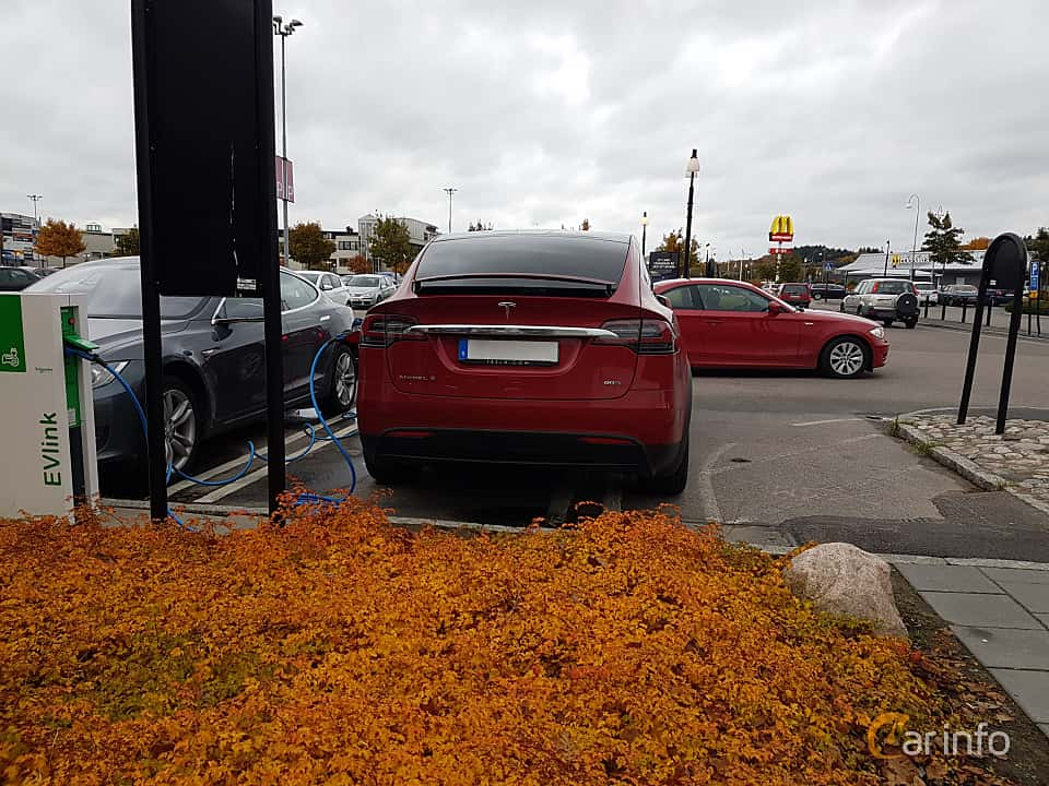 Back of Tesla Model X 90D 90 kWh AWD Single Speed, 423ps, 2016