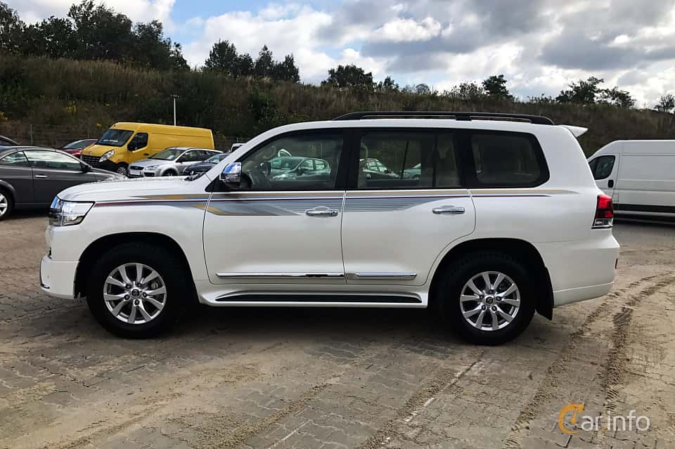 Side  of Toyota Land Cruiser 4.5 V8 D-4D 4WD Automatic, 272ps, 2017