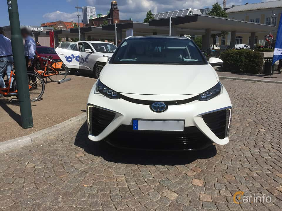 Front of Toyota Mirai FuelCell Single Speed, 154ps, 2016