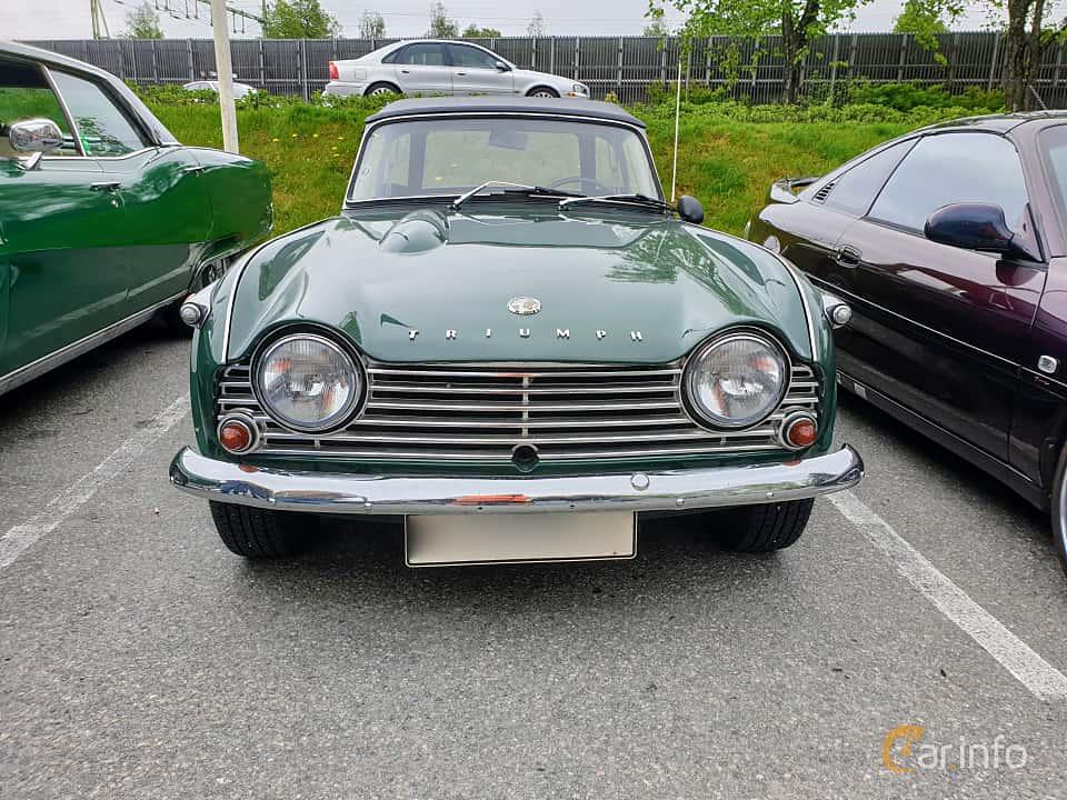Front  of Triumph TR4 2.2 Manual, 106ps, 1966 at Bil & MC träff i Lerum 2019