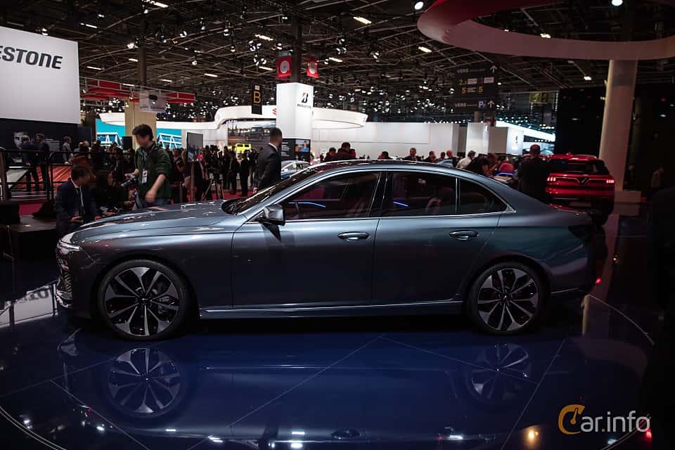 Side  of VinFast LUX A2.0 2019 at Paris Motor Show 2018