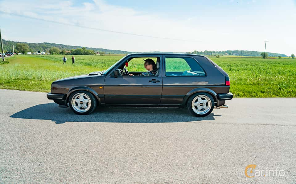 Side  of Volkswagen Golf GTI 3-door 1.8 Manual, 107ps, 1988 at Tjolöholm Classic Motor 2019