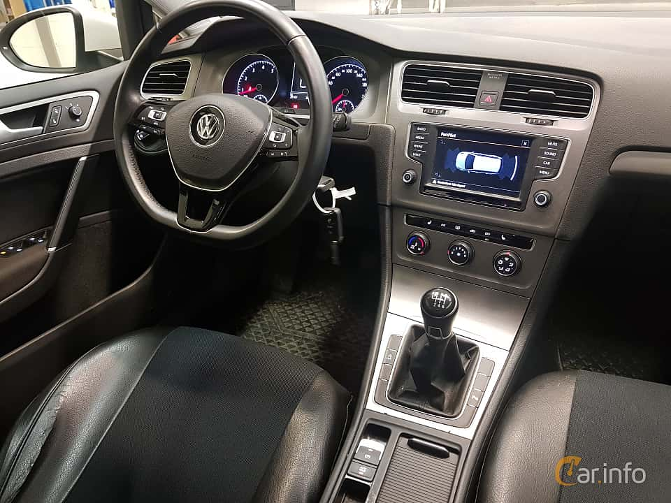 Interior of Volkswagen Golf Variant 1.2 TSI Manual, 110ps, 2016