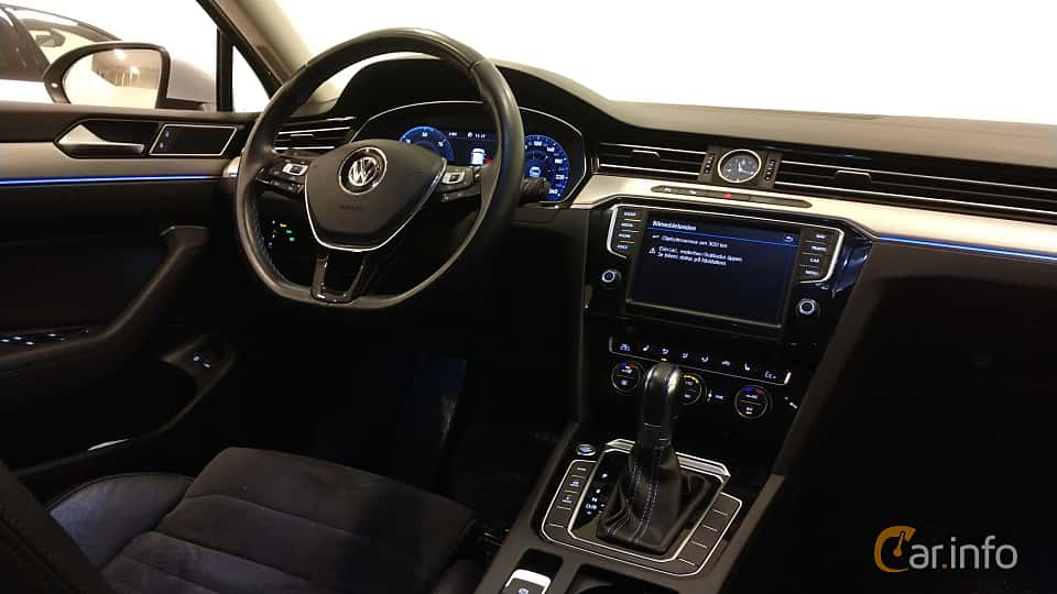 Interior of Volkswagen Passat GTE Variant 1.4 TSI DSG Sequential, 218ps, 2017