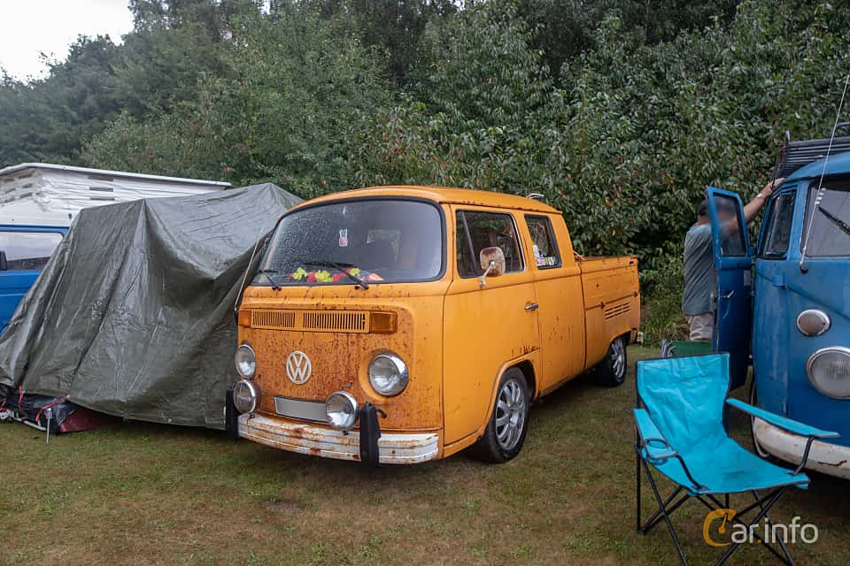 Front/Side  of Volkswagen Transporter 2000 Double Cab 2.0 Manual, 71ps, 1978 at West Coast Bug Meet 2019