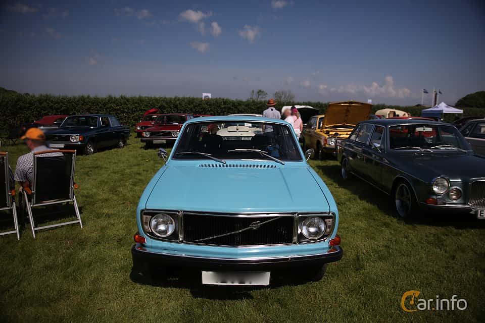 Front  of Volvo 142 1971 at Tjolöholm Classic Motor 2018