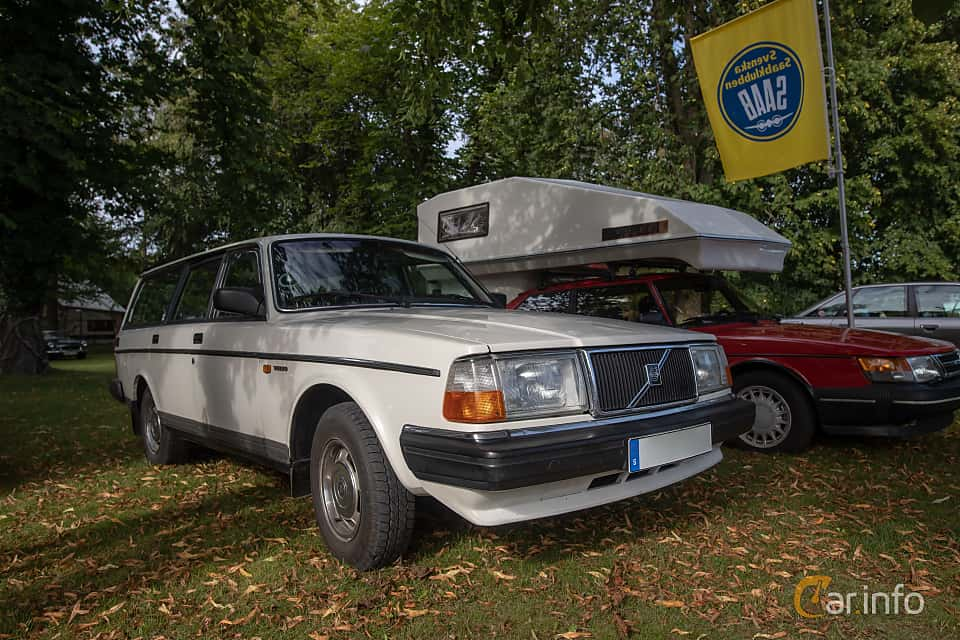 Front/Side  of Volvo 245 2.3 Manual, 116ps, 1988 at Billesholms Veteranbilsträff 2019 augusti