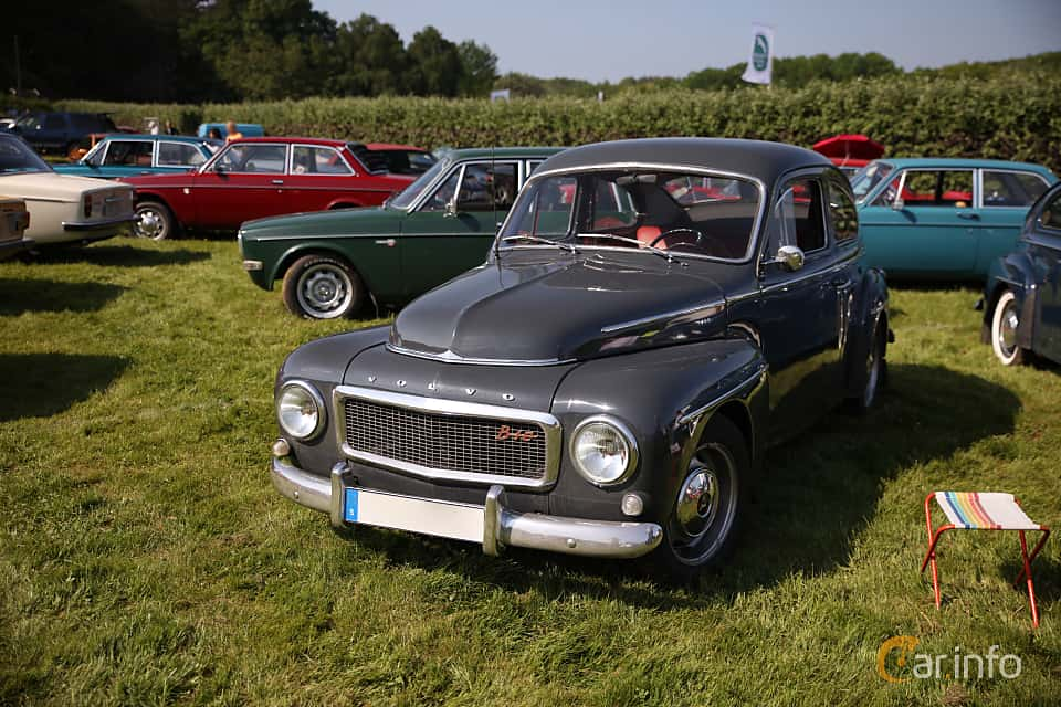 Front/Side  of Volvo PV544E 1.8 B18A Manual, 75ps, 1964 at Tjolöholm Classic Motor 2018