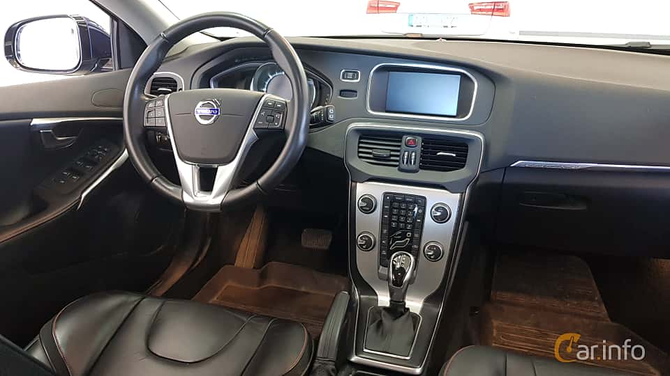 https://s.car.info/image_files/960/volvo-v40-cross-country-interior-1-571209.jpg