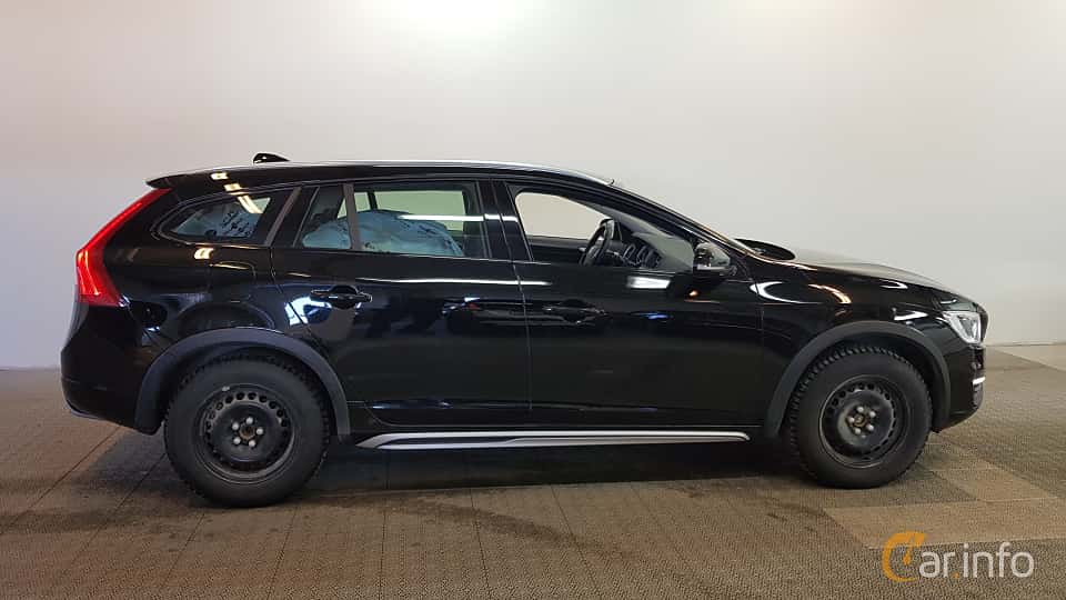 Side  of Volvo V60 Cross Country 2.0 D3 Geartronic, 150ps, 2017