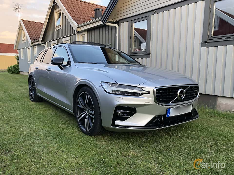 Front/Side  of Volvo V60 T5 Geartronic, 250ps, 2019