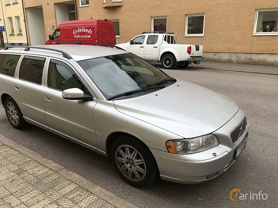 Front/Side  of Volvo V70 2.4D Manual, 163ps, 2008
