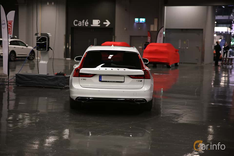 Back of Volvo V90 T8 AWD Geartronic, 407ps, 2019 at eCar Expo Göteborg 2018