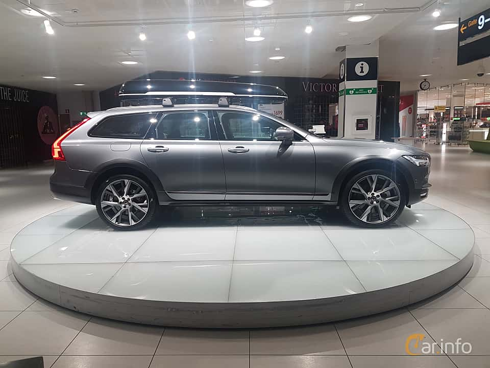 Side  of Volvo V90 Cross Country 2.0 T6 AWD Geartronic, 320ps, 2017