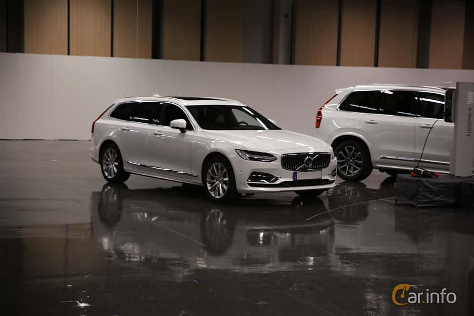 Front/Side  of Volvo V90 T8 AWD Geartronic, 407ps, 2019 at eCar Expo Göteborg 2018