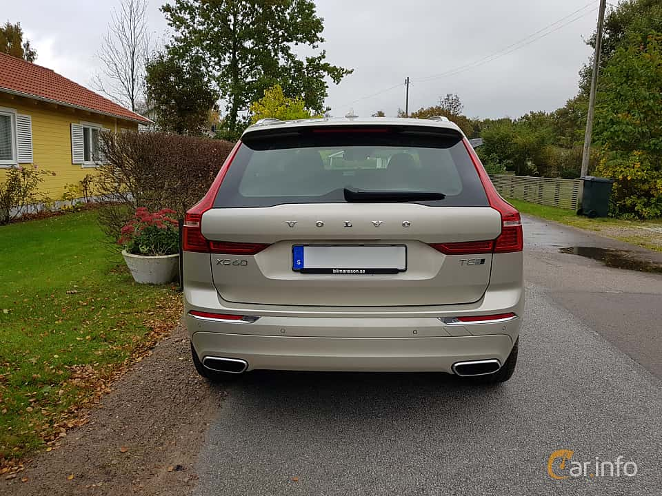 Back of Volvo XC60 2.0 T5 AWD Geartronic, 254ps, 2018