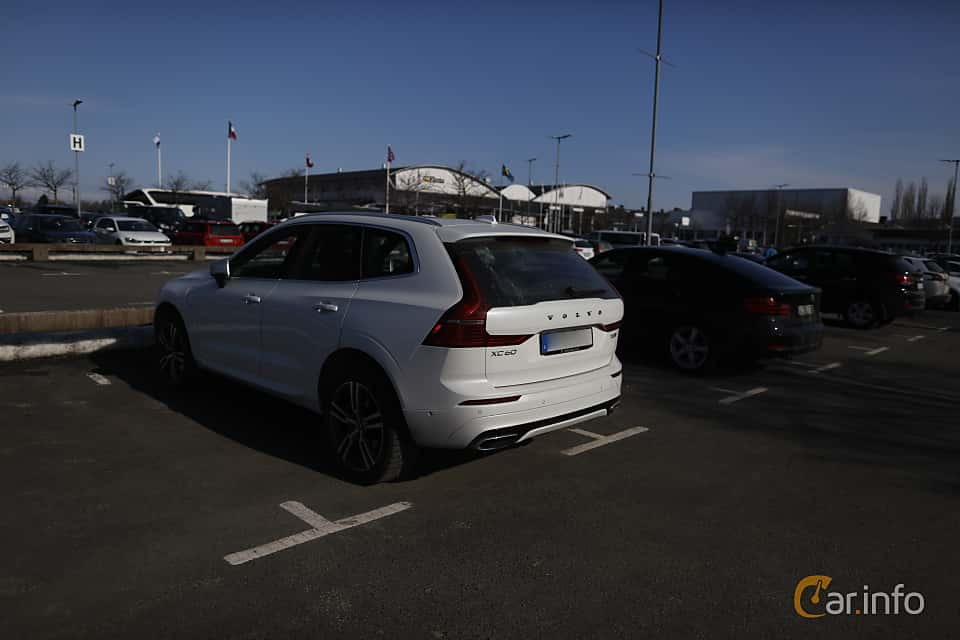 Back/Side of Volvo XC60 T8 AWD Geartronic, 408ps, 2018