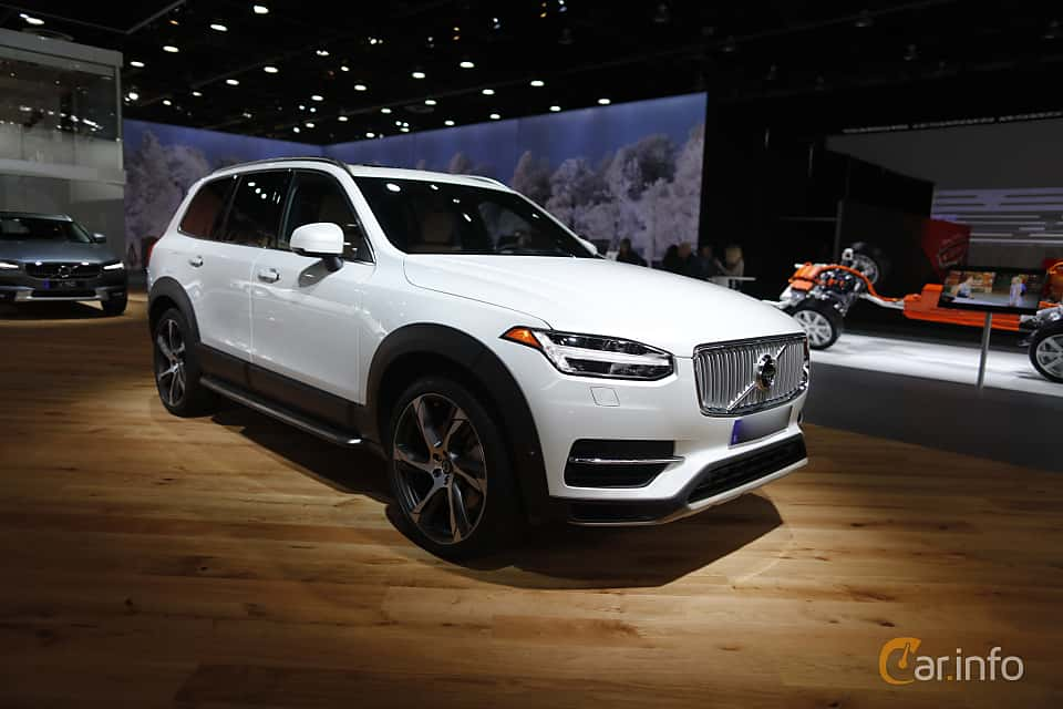 Front/Side  of Volvo XC90 T8 AWD Geartronic, 407ps, 2017 at North American International Auto Show 2017