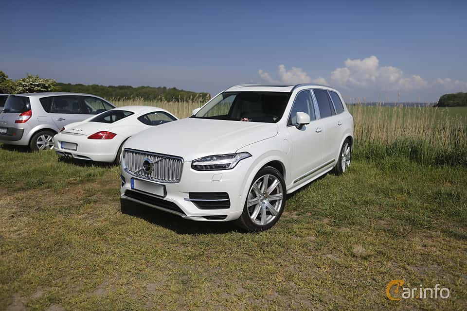 Front/Side  of Volvo XC90 T8 AWD Geartronic, 407ps, 2017 at Tjolöholm Classic Motor 2018