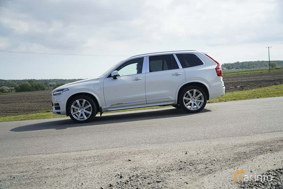 Side  of Volvo XC90 T8 AWD Geartronic, 407ps, 2017 at Tjolöholm Classic Motor 2017