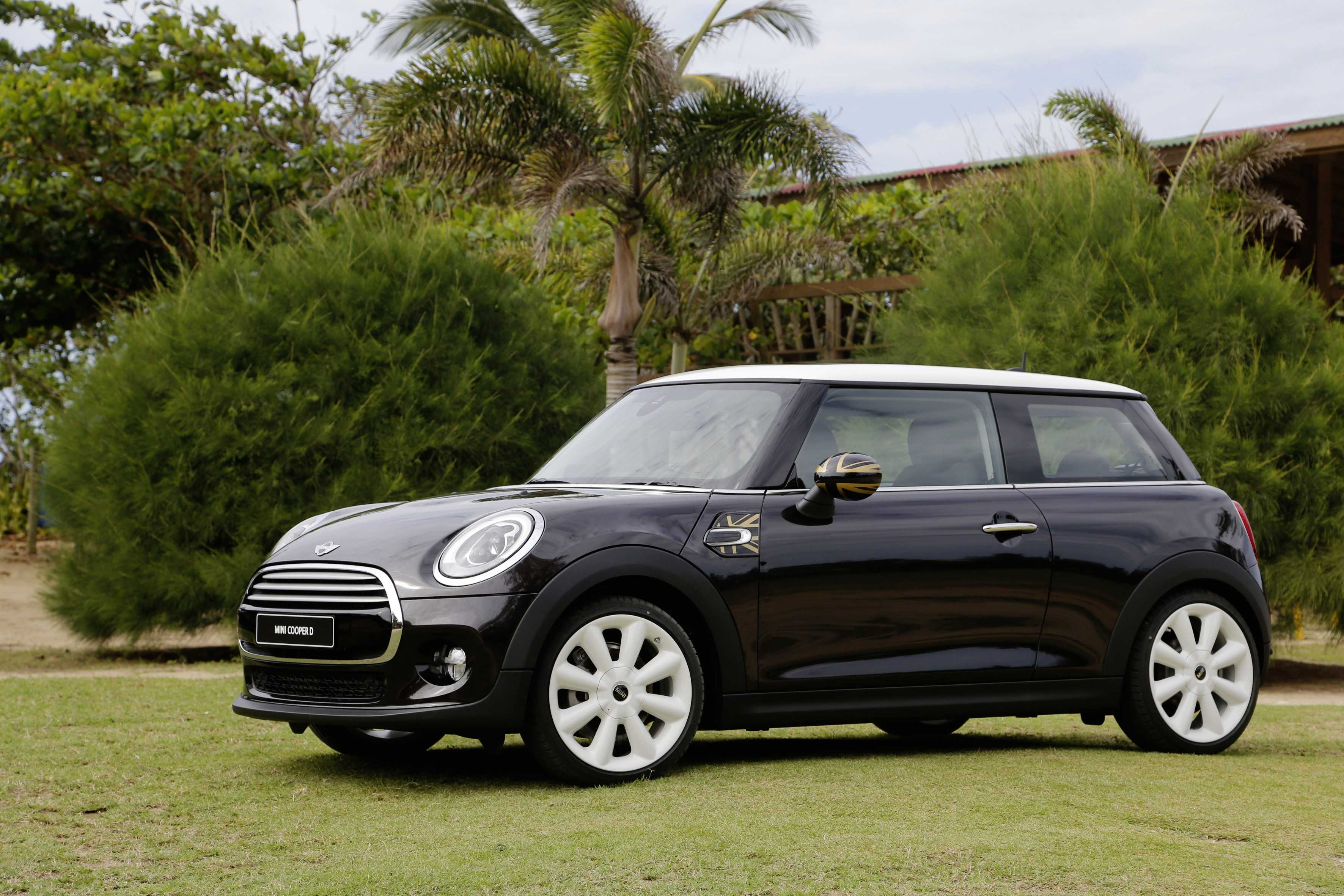 door test driving review reviews mini car cooper road
