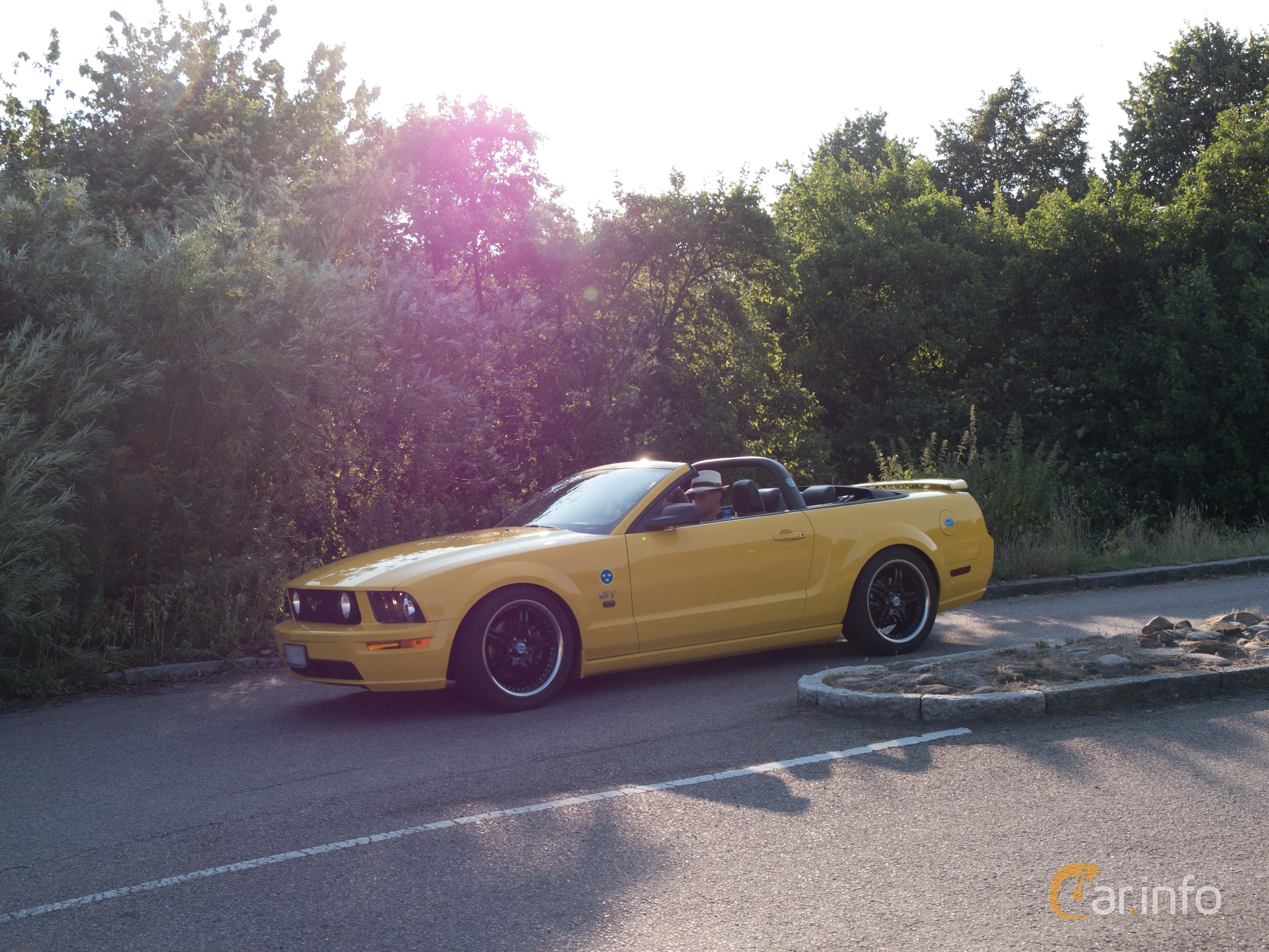 5 images of Ford Mustang GT Convertible 4 6 V8 Automatic 304hp