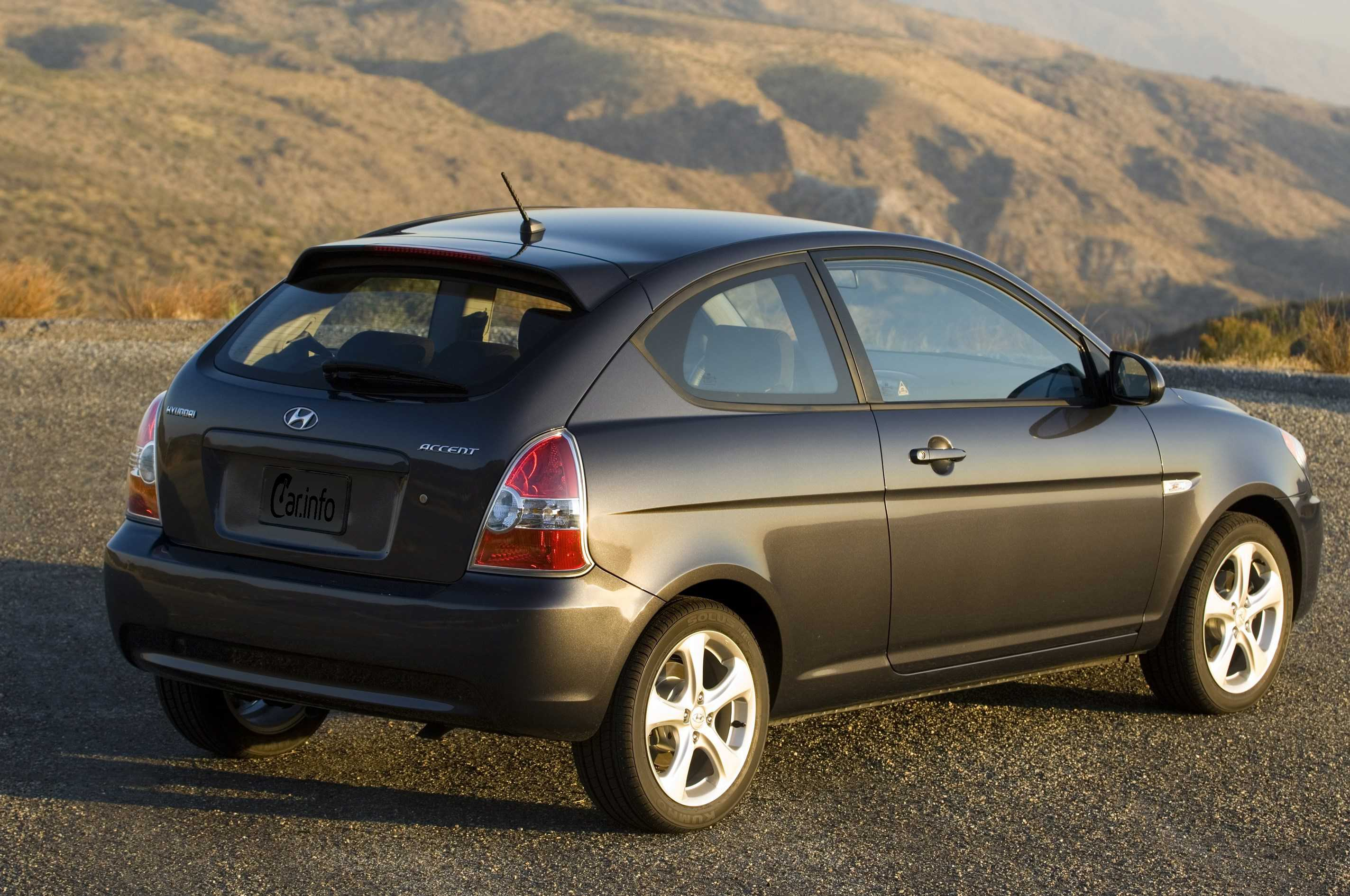 2003 hyundai accent hatchback review