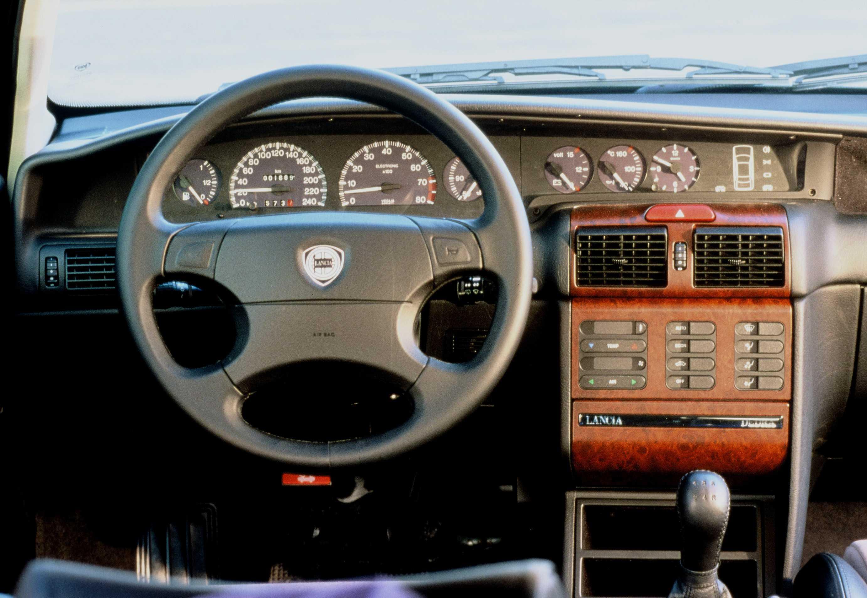 https://s.car.info/image_files/full/lancia-dedra-station-wagon-interior-0-209657.jpg