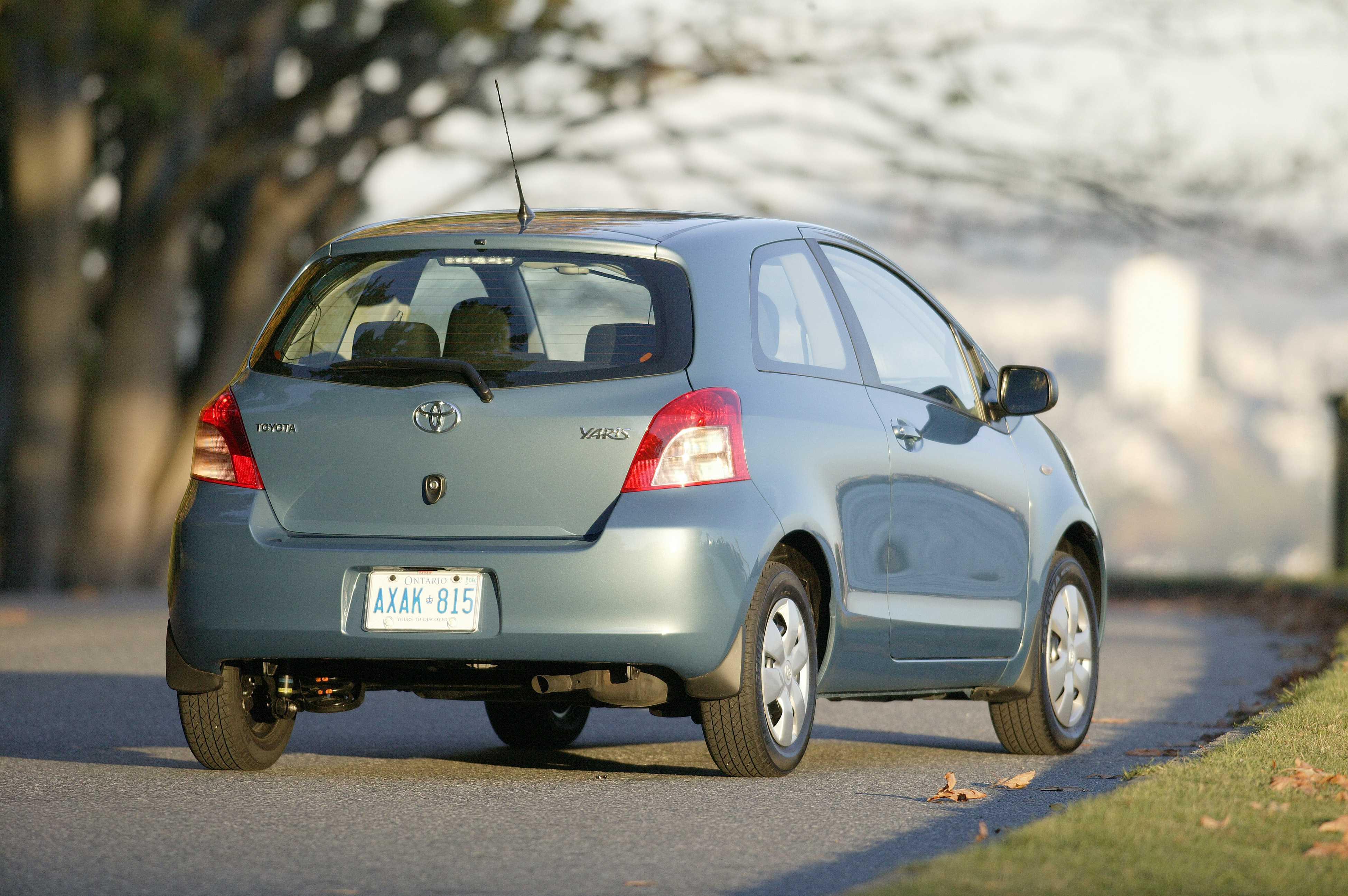 Kelebihan Toyota Yaris 2006 Perbandingan Harga