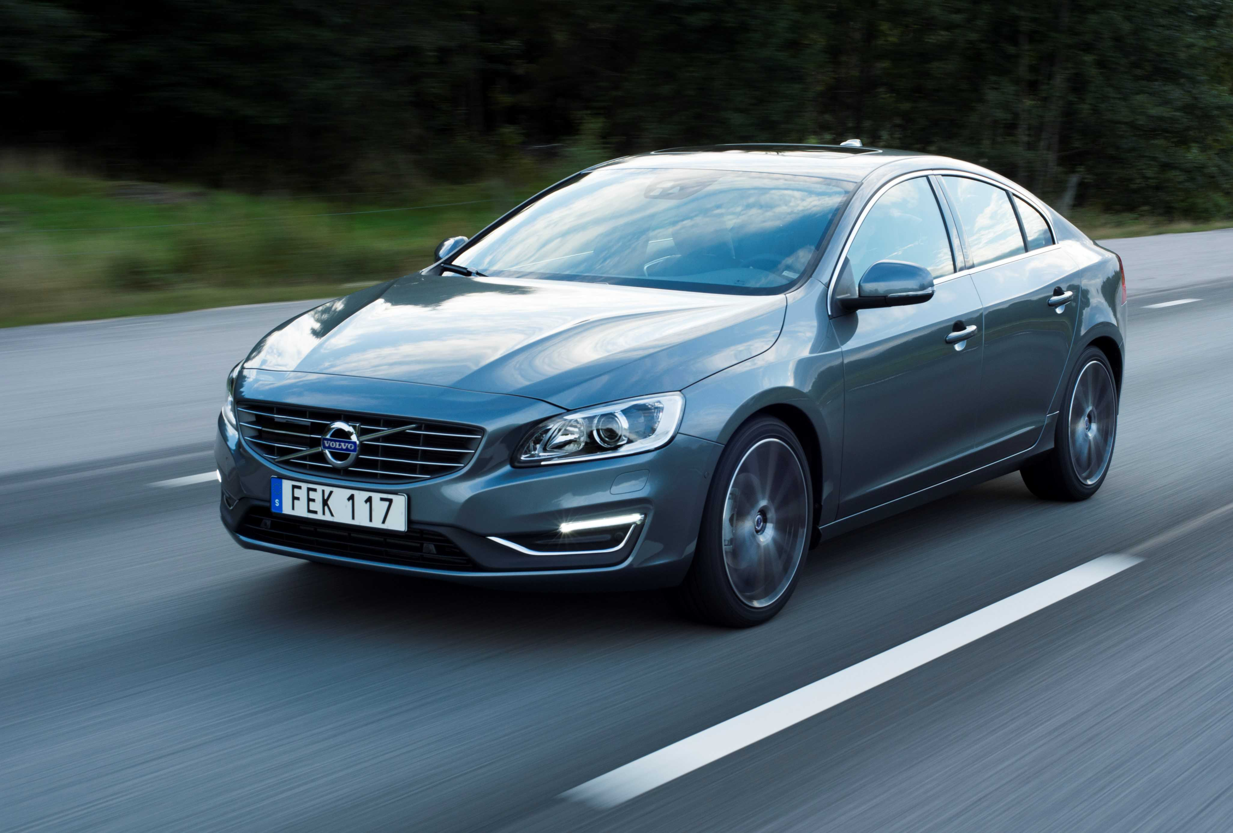 country design and cross r volvo auto pricing news price